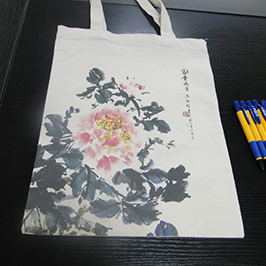 ตัวอย่างการพิมพ์กระเป๋าผ้าใบโดยเครื่องพิมพ์เสื้อยืด A2 WER-D4880T